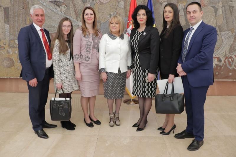 Za više dece na jugu Srbije: Četiri opštine Nišavskog okruga dobile sredstva za sufinansiranje mera populacione politike