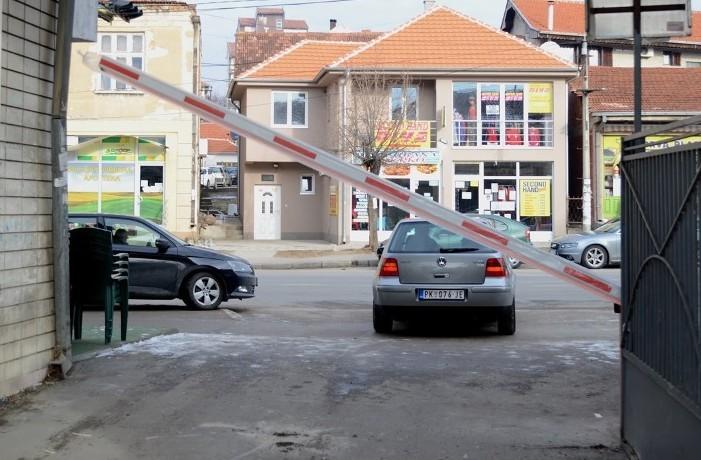 Radi bezbednosti đaka postavljena rampa na ulazu u dvorište prokupačke srednje škole