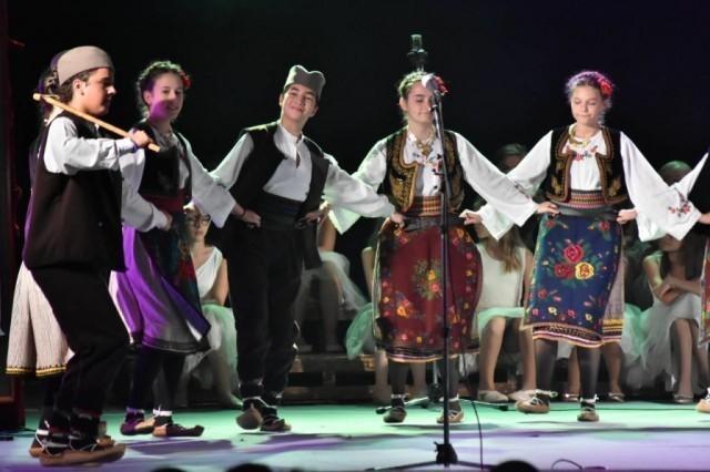 """Деца Европе у Нишу: """"Сусрети пријатељства – Радост Европе""""."""