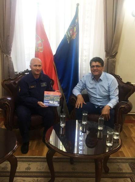 Susret gradonačelnika Niša i posade ruskog helikoptera