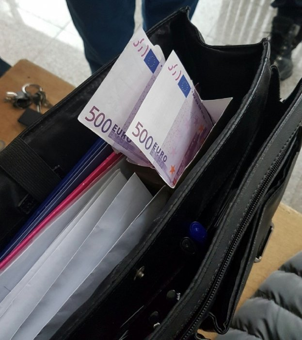 Скоро 100.000 евра у кутији од бомбона