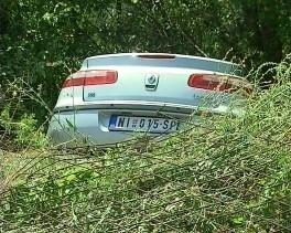 Automobil sleteo s puta, žena i njeno dvoje dece povređeno