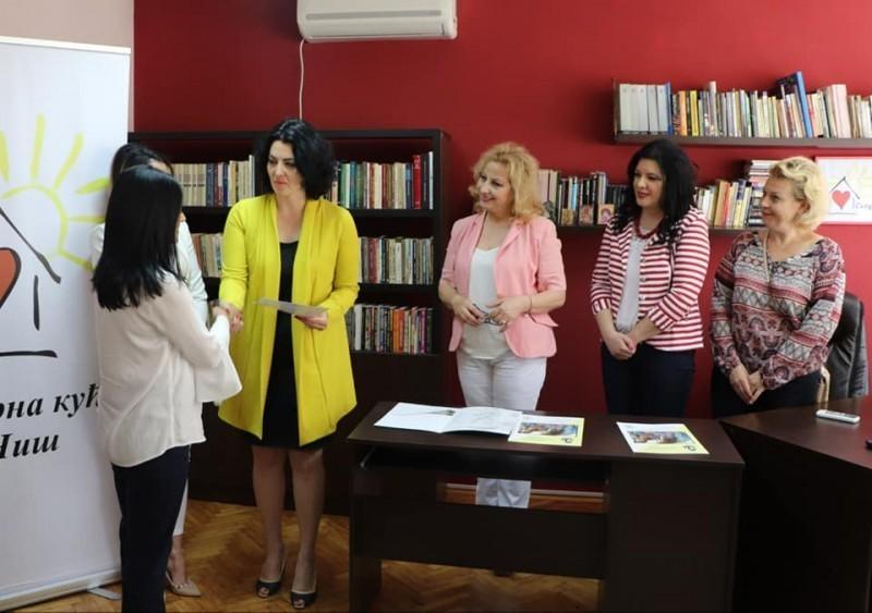 Први сертификати Народног универзитета за штићенице Сигурне куће