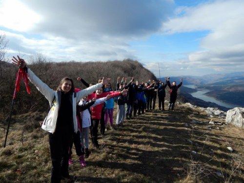 Mali planinari i pogled na Zavojsko jezero, Foto: Pirotske Vesti