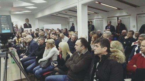 Niški naprednjaci u iščekivanju, Foto arhiva: B.Gašić FB