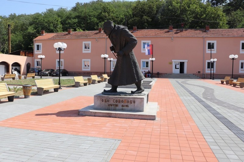 """Otvoren rekonstruisani Trg """"Oka sokolovog"""" - Dragutina Matića u Gadžinom Hanu (FOTO)"""