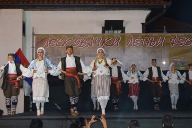 """У дворишту Шоп Ђокићеве куће почео """"Лесковачки летњи фестивал"""""""