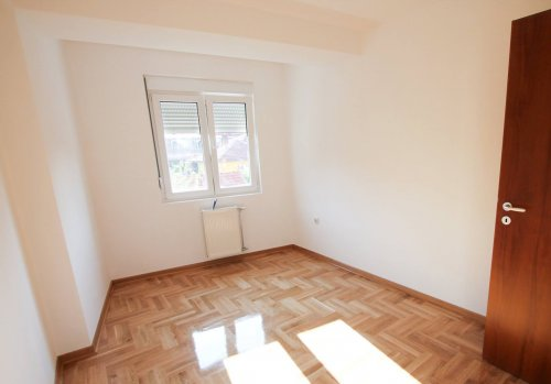Продајем станове