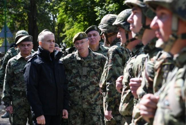 Ministar odbrane Stefanović i načelnik Generalštaba general Mojsilović obišli jedinice u stanju povišene borbene gotovosti