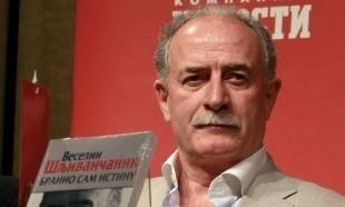 Haški optuženik potpisuje knjigu u Nišu