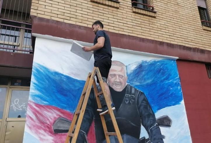 """Udruženje """"Radne akcije Delijski vis"""" i slikar Sava Mišić muralom odali počast Saši Saviću Švabi"""