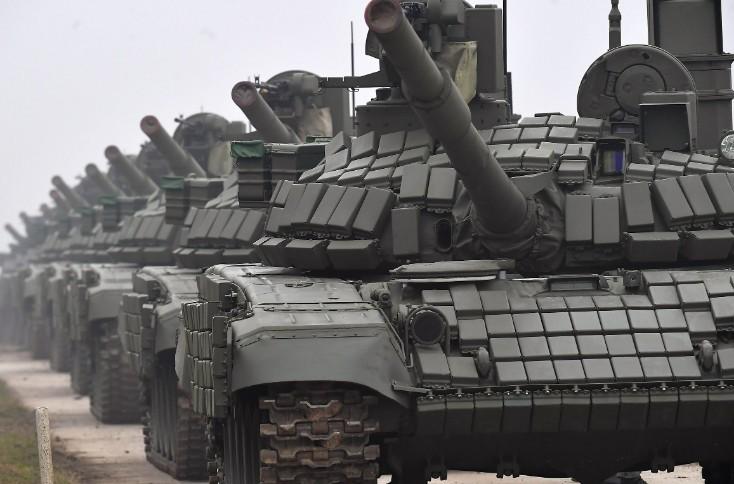Вучић у Нишу: Улагањем оснажујемо нашу војску