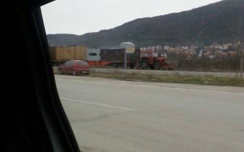 Brze pruge u Nišu uz pomoć traktora, Foto: B.Jovanović