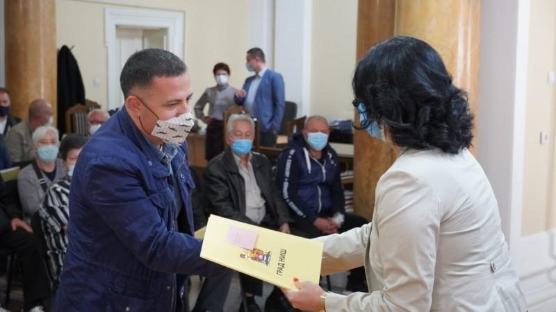 У Нишу уручени први уговори за замену индивидуалних ложиштa
