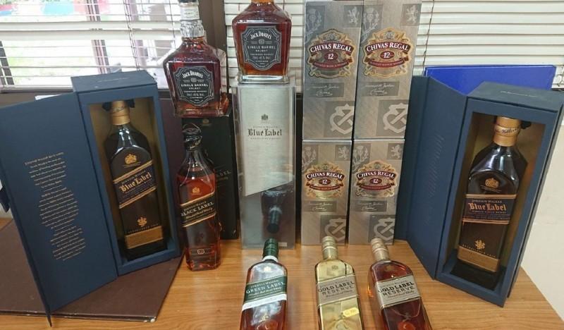 """Скупоцени виски """"камуфлиран"""" гардеробом на Градини"""