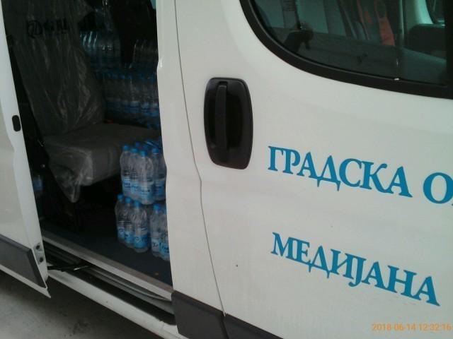 Da lakše prođe ispit: GO Medijana obezbedila flaširanu vodu za male maturante