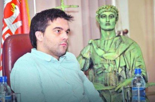 Tvrdi da ima dokumenta, ali neće da ih pokaže: Ivan Vuković, direktor pozorišta Foto: RAS Srbija