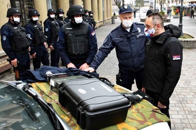 Vulin u Kuršumliji uručio vozila i opremu za pripadnike Kopnene zone bezbednosti