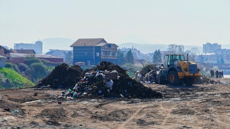 """Смеће код """"старог Вулкана"""" на левој обали Нишаве, количине 50 дивљих депонија - акција уклањања у току"""