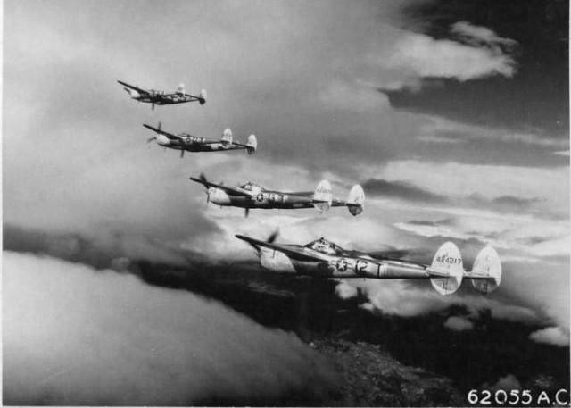 Лет јединице П-38 над Југославијом. Фото: документација америчког ратног ваздухопловства
