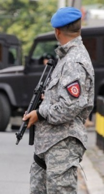 Именом и презименом: Ово су жандарми-криминалци из Ниша