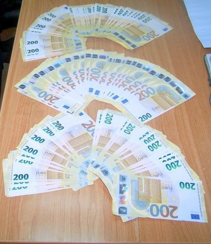 60.000 евра испод патоснице аутомобила