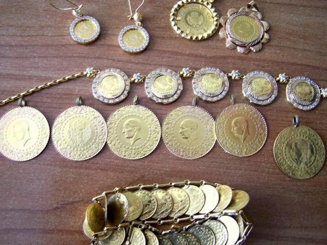 Дукати и накит вредан скоро 2,5 милиона динара на задњем седишту аутомобила