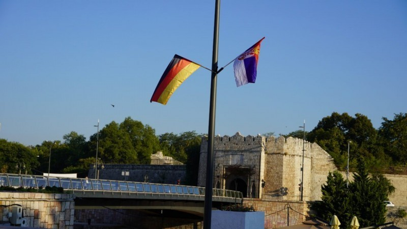 Зашто вијоре српске и немачке заставе у Нишу - објашњење сигло из Града