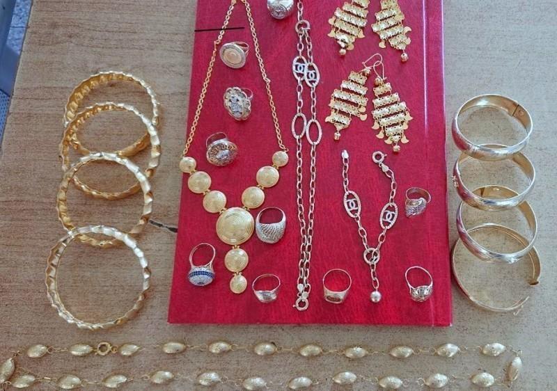 Пуна торбица шверцованог златног накита